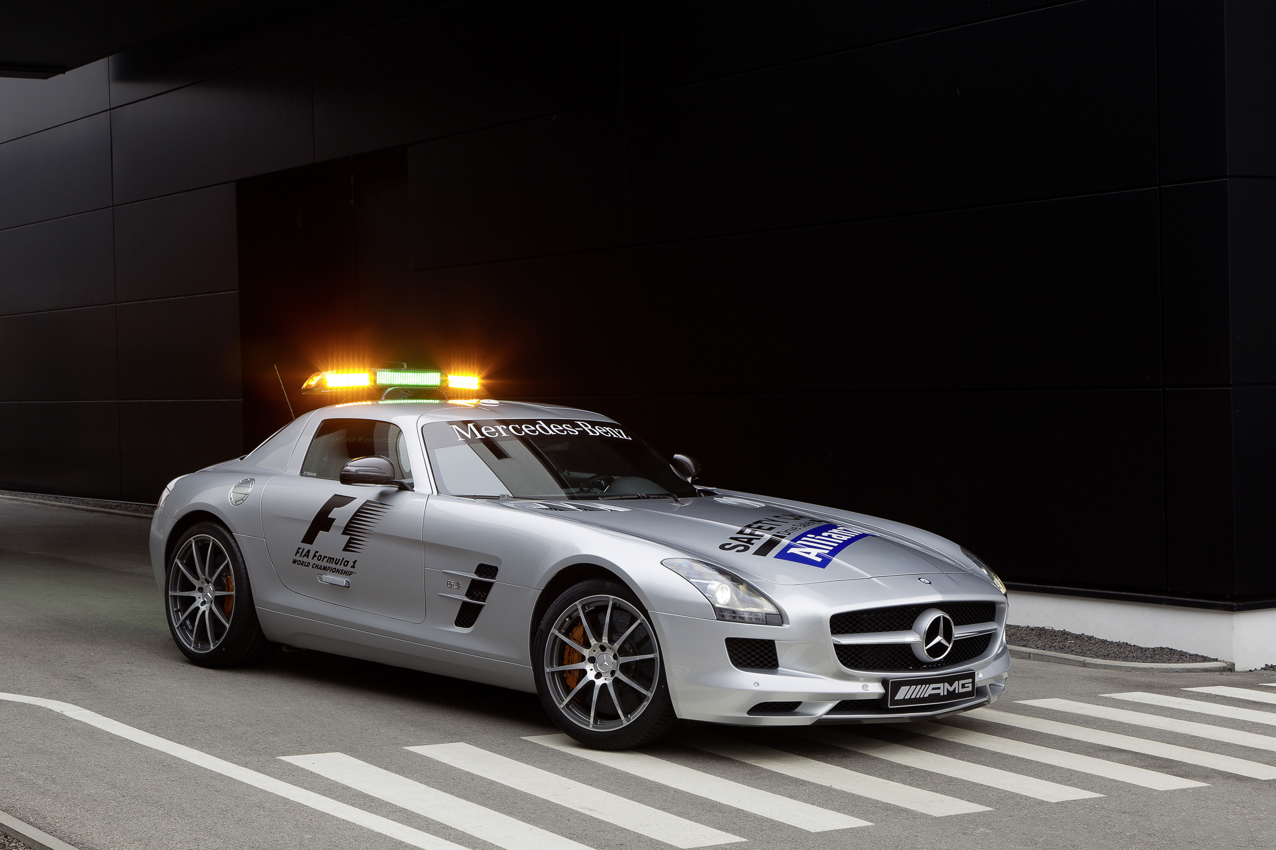Mercedes amg official f1 safety car medical car photo for Mercedes benz f1