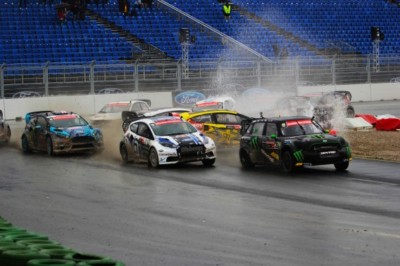 Action from the Saturday Global Rallycross final - (C) Global-Rallycross.com